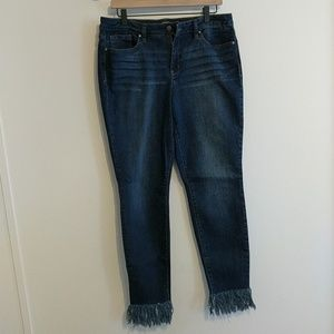 Crown & Ivy Frayed Hem Skinny Jeans - 12
